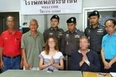 Cặp đôi Tây bị bắt quả tang quan hệ tình dục đầu thú cảnh sát