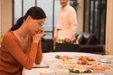 Người vợ trẻ khóc nức nở với quà ngày 8-3 của gã chồng vô tâm