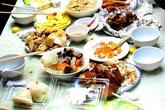 Chủ quán Nhật 'tím mặt' nhìn bàn thức ăn thừa của khách Việt