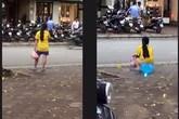 Sốc nặng vì các cảnh tè bậy ngang nhiên giữa thủ đô Hà Nội