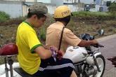 CSGT dùng xe đặc chủng chở nam sinh đi cấp cứu