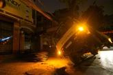 Hà Nội: Xe tải đè đứt dây điện, cả phố mất ngủ vì nóng