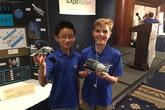 Hai thần đồng 10 tuổi muốn chế tạo máy dọn rác vũ trụ