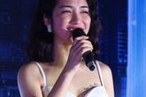 Hòa Minzy mặc sexy khoe tên Công Phượng trên ngực