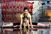 Xuân Lan dạy con gái gần 3 tuổi tập yoga