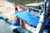 Gần chục người nhảy khỏi xà lan đâm vào cầu ở TP HCM