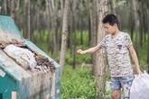 Cậu bé đội nắng đi nhặt rác, kiếm tiền giúp mẹ kế chữa ung thư