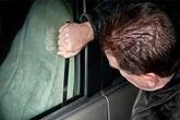 Tài xế taxi ngủ quên bị trộm cạy cửa lấy gần 50 triệu đồng