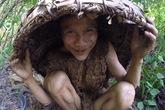 'Cha con người rừng' Việt Nam lên báo Tây