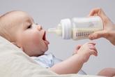 Trẻ có thể đột tử do bú sữa không đúng tư thế