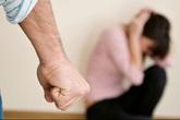 Chồng đánh què chân tôi, còn muốn cha mẹ vợ quỳ lạy