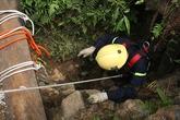 Thêm xác một phu vàng được đưa khỏi hang sâu 80m