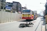 Hà Nội: Va chạm với xe bus, một thanh niên chết thảm