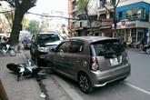 Hà Nội: Tài xế bỏ trốn sau khi tông 2 người nhập viện