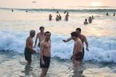 Bí thư, Chủ tịch Đà Nẵng tắm biển lúc rạng sáng
