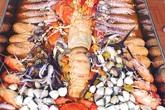 Nồi lẩu hải sản gần 50 triệu dài 2 mét gây sốt ở Cà Mau