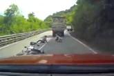 Thoát chết hy hữu khi va chạm với xe tải trên đèo