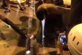 Hà Nội: Người dân khống chế nghi phạm cứa cổ tài xế cướp taxi