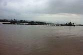 Quảng Bình: Lũ cuốn trôi cầu phao, 200 hộ dân bị cô lập giữa sông Gianh