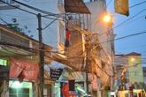 """Hà Nội: Dân hoảng hốt vì nam thanh niên làm… """"người nhện"""""""