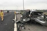 Xe Mercedes đâm nát bét Ford trên cao tốc