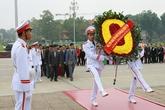Đoàn đại biểu cán bộ dân số tiêu biểu toàn quốc vào Lăng viếng Chủ tịch Hồ Chí Minh
