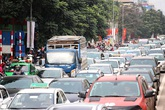 Người dân đổ về quê nghỉ Tết, bến xe nêm người, đường Hà Nội tắc dài