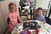 Bé 5 tuổi tiết kiệm tiền sinh nhật, rủ bạn gái hẹn hò