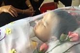 Bé trai như thiên thần tử vong vì bị mẹ cho uống thuốc độc