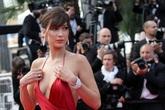 Dàn siêu mẫu 'đốt nóng' thảm đỏ Cannes với váy cắt xẻ