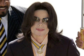 Phát hiện hình ảnh khiêu dâm trẻ em trong nhà Michael Jackson