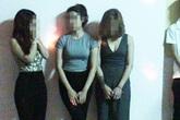 """4 nam nữ thanh niên rủ nhau """"đập đá"""" trong quán karaoke"""