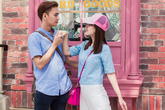 Vợ chồng Văn Anh - Tú Vi say đắm ở Singapore