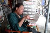 Tận mắt xem bà bán nước, cô bán trái cây điều khiển... giao thông