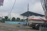 """""""Quốc Oai, Hà Nội: trạm xăng, bể bơi dưới đường điện cao thế"""": 8 đơn vị chức năng """"bất lực"""" trước một công ty vi phạm?"""