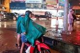 Tin mới nhất về bão số 3: Quảng Ninh bắt đầu mưa to kèm theo sấm chớp