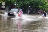 """TP Hải Dương biến thành """"biển nước"""" sau cơn mưa lớn"""