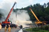 6 giờ 'cân não' cứu xe bồn 17 tấn gas lật trên đèo Hải Vân