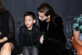 Hồ Ngọc Hà và bé Subeo mặc ton sur ton đi xem thời trang