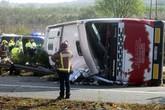 Hình ảnh hiện trường vụ tai nạn xe bus kinh hoàng tại Tây Ban Nha