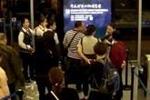 Hành khách hất đồ ăn và tát vào mặt nhân viên hàng không do máy bay bị hoãn