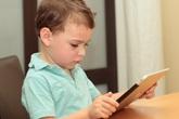 Cha mẹ có thể bị kiện vì đăng ảnh con cái trên Facebook