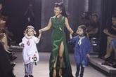 Hồng Nhung đưa hai con lên sàn catwalk
