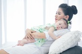 Người mẫu Trang Trần khoe con gái 7 tháng nhỏ xinh