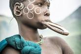 """Phong cách làm đẹp cực """"độc"""" của phụ nữ ở bộ lạc bí ẩn nhất thế giới"""