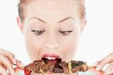 Dấu hiệu cơ thể cảnh báo bạn cần hạn chế ăn thịt