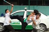 Nam thanh niên mang dao bầu dài nửa mét đi cướp taxi