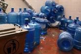Bình nước lọc được tẩy bằng axit: Dân văn phòng, phụ huynh hoang mang