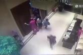 Người Trung Quốc đẩy sập cửa khách sạn để đăng ký mua nhà