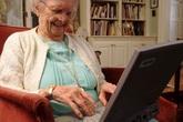 Bà cụ lịch sự với Google khiến cư dân mạng thích thú